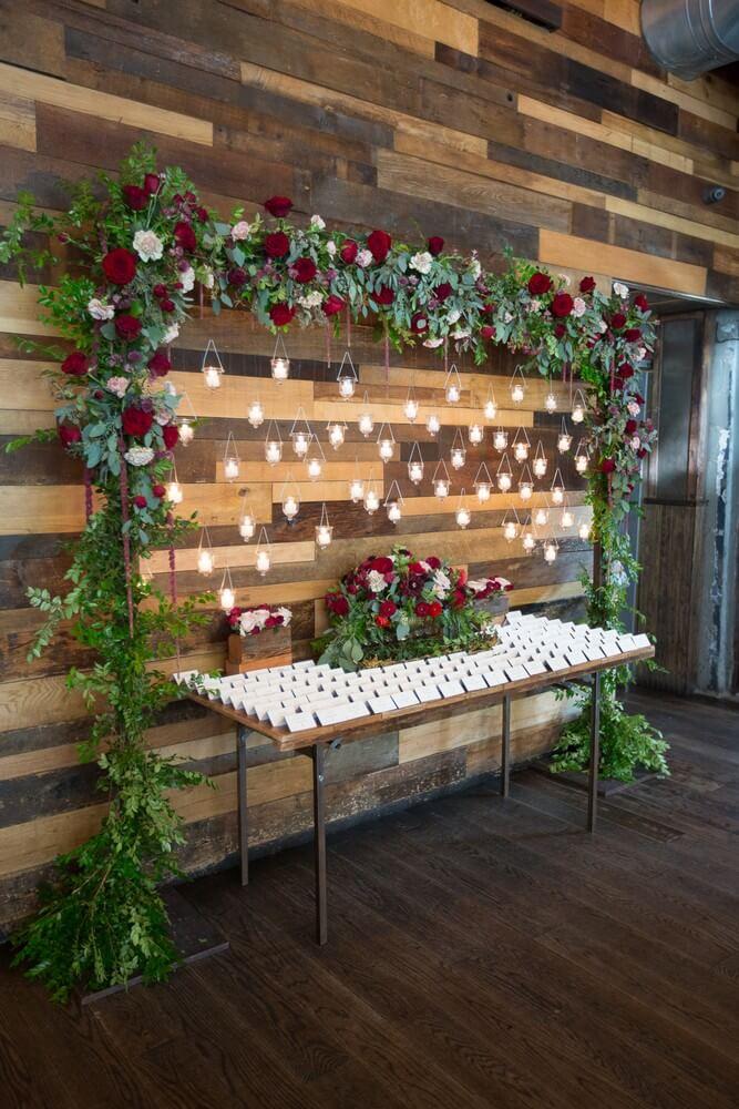 Τραπέζι Υποδοχής με χριστουγεννιάτικη γιρλάντα - Bia Sampaio Photography